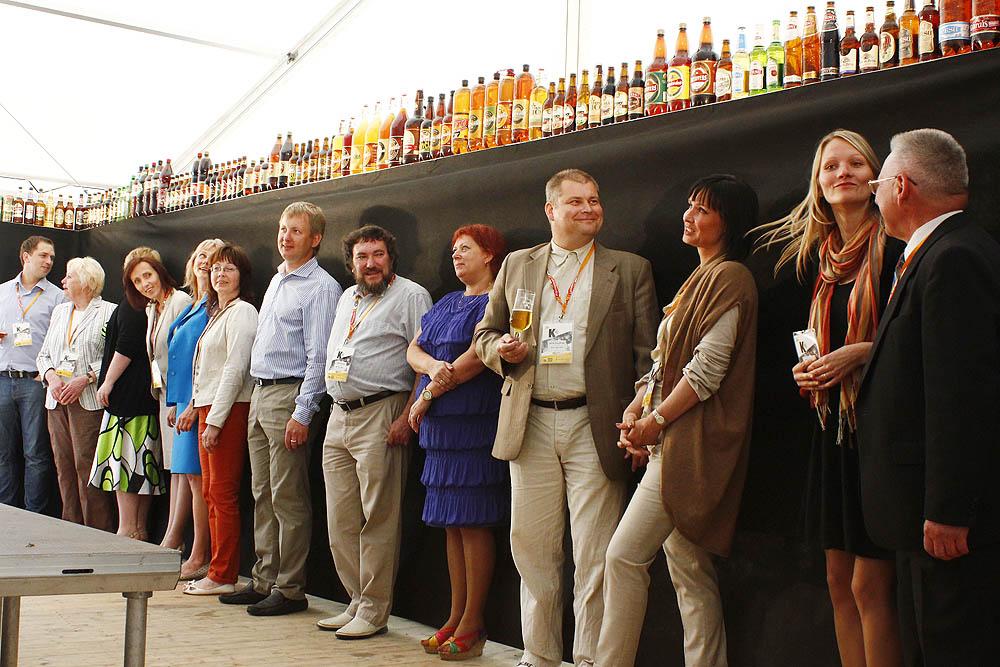 Alus siena iekš Latvia Beer Fest 2013 ar alus darītavu pārstāvjiem