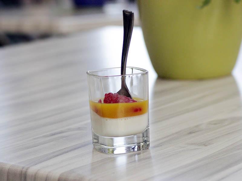 Panna cotta ar mango mērci un aveni, Terra restorāns, Desertu balle